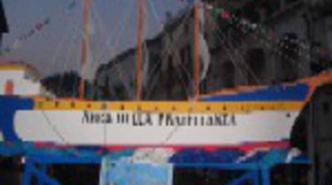 la-barca-incendiata-sul-corso-reginna-2-6334.jpg