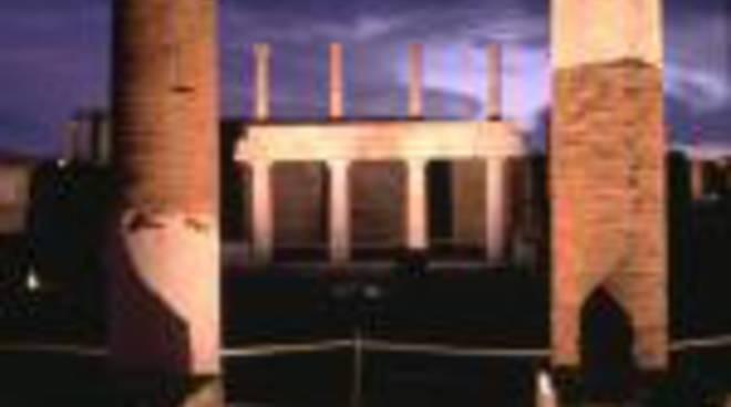 2068064-pompei-di-notte.jpg