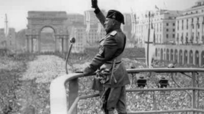 Mussolini_Berlusconi_Le_Minorenni_Stuprate_E_Papa_Luciani.jpg