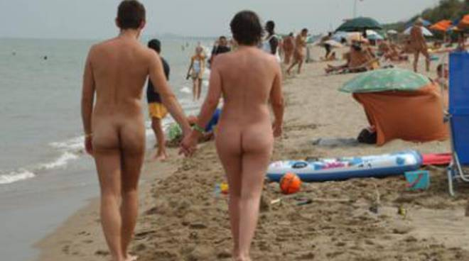 giovane nudisti caldo
