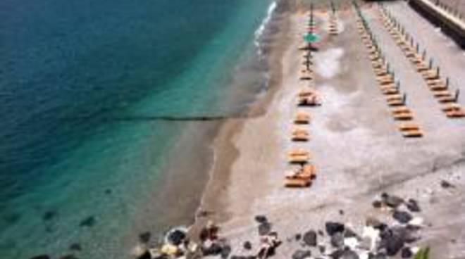 maiori-costiera-amalfitana-nuovo-regolamento-per-le-spiagge.jpg
