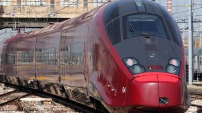 italo-un-treno-si-blocca-sugli-scambi-paralizzato-il-traffico-napoliroma.jpg