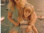 Simonetta_Lamberti_Con_La_Madre_A_Praiano.jpg