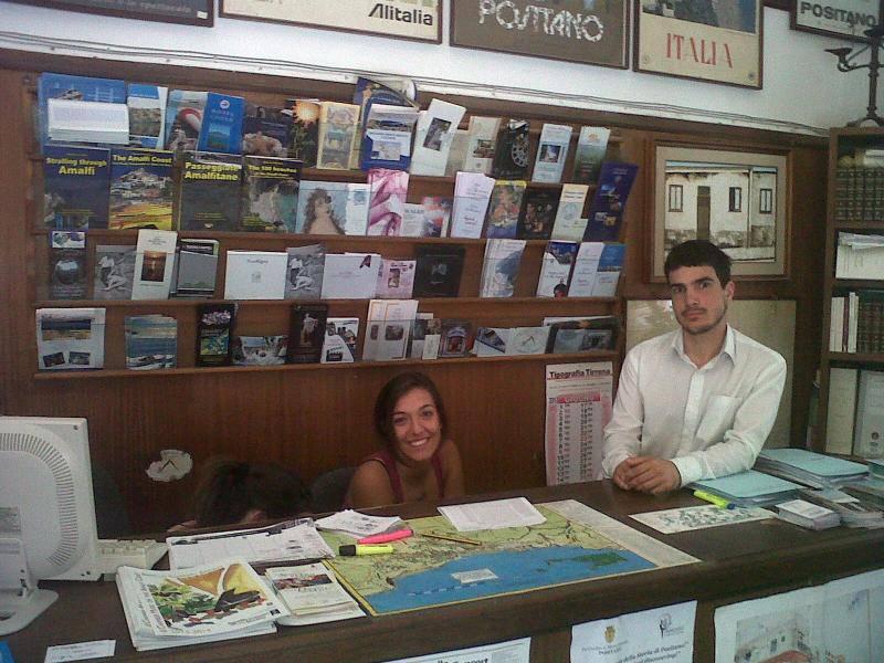 Positano. Azienda di Soggiorno, turismo alla grande, ondata da ...
