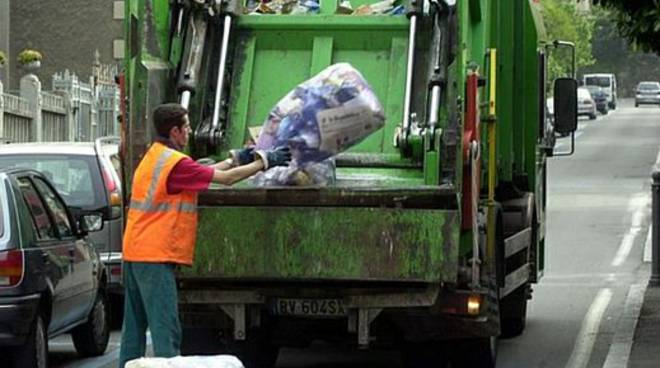 raccolta-rifiuti-camion-ditta_01.jpg