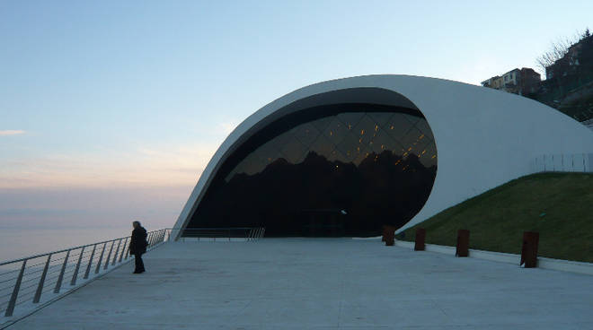 porting-ravello-auditorium-oscar-niemeyer-non-funziona-ascensore-disabile-rinuncia-al-cinema.jpg