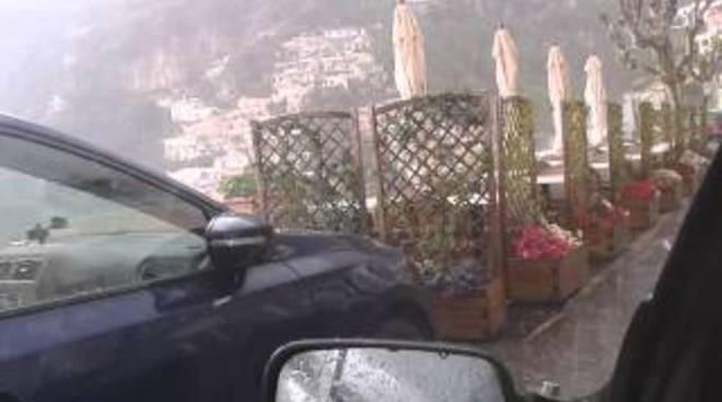 Grandine a Positano stagione turistica con l'incognita maltempo