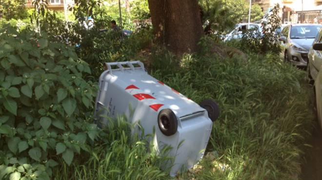 Vomero: verde pubblico in stato d'abbandono. Aiuole e fioriere trasformate  in ricettacoli di rifiuti - Positanonews