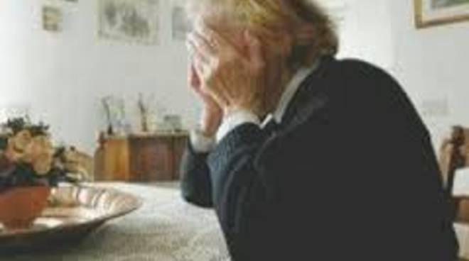Piano di Sorrento truffata anziana a Piazza Mercato gli fanno credere che il figlio è in carcere e gli da 5.000 euro