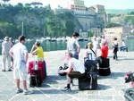 turisti porto sorrento2.jpg