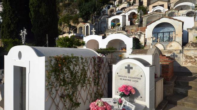 Cimitero Positano.jpg