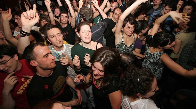 discoteca-affollata-2.jpg