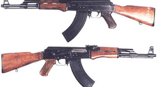 fucili Kalashnikov.jpg