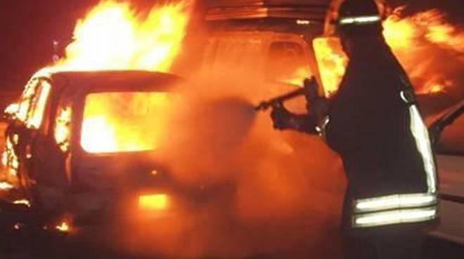 Incendio-auto.jpg