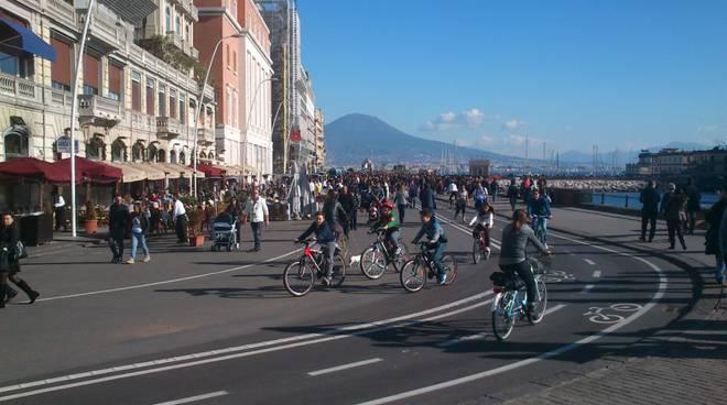 Napoli  Lungomare senza regole  Blitz dei vigili, 26mila