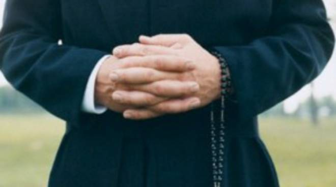sacerdote-abusi-sessuali.jpg