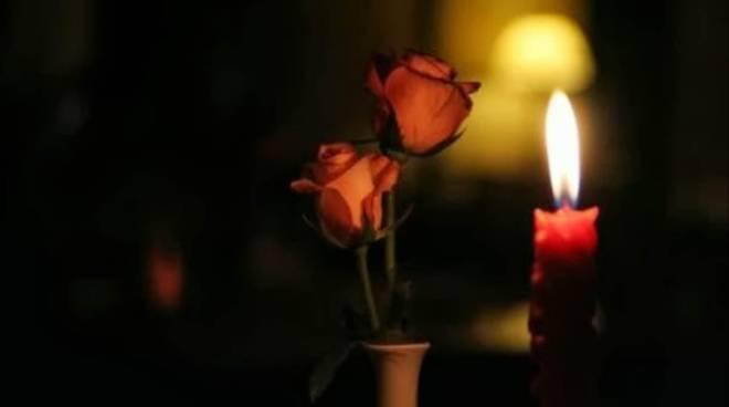 lutto-fiore-candela.jpg