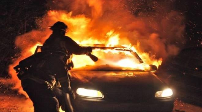 auto-in-fiamme-593x443.jpg