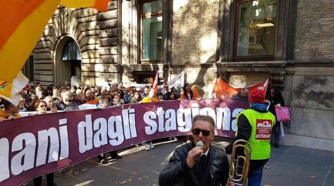 stagionali-protesta-roma-02 (1).jpg
