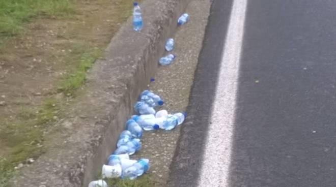 Risultati immagini per maratoneta bottiglia di plastica