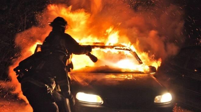 auto-in-fiamme