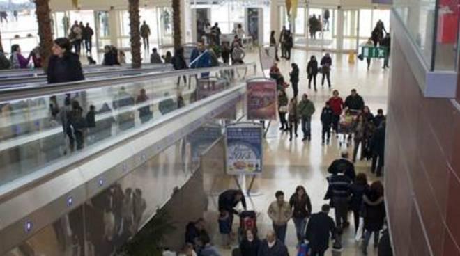 Falso allarme incendio al centro commerciale Campania - positanonews.it