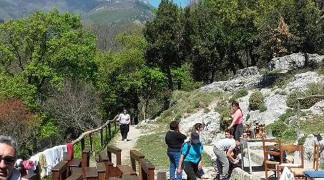 Minori Amalfi Coast la bellezza del primo maggio al convento di San Nicola