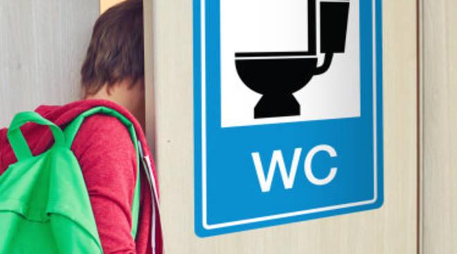 Positano e amalfi emergenza bagni pubblici: centinaia di turisti a