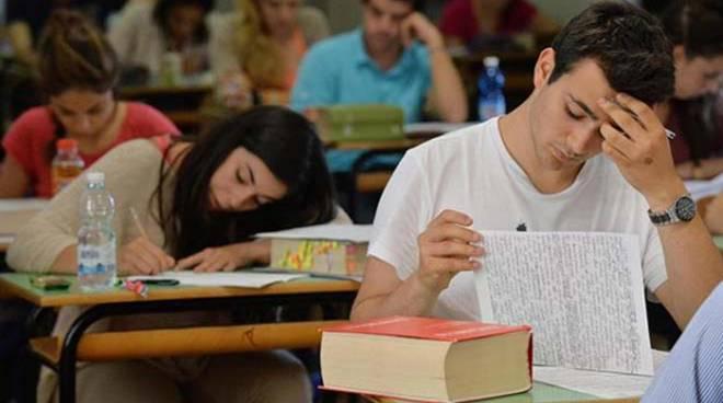 studente-materie-maturita[1]