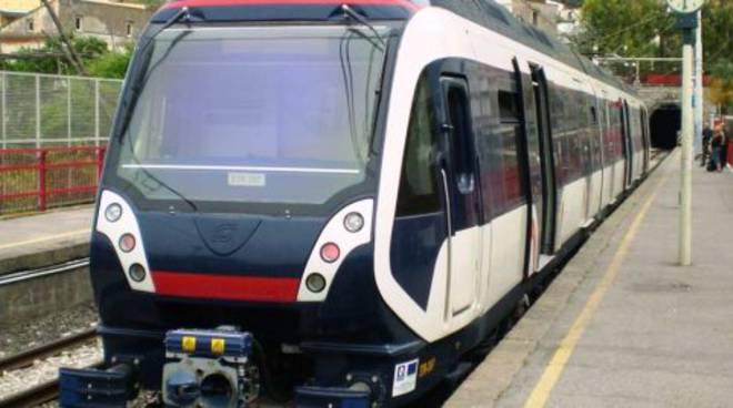Circumvesuviana-treno-napoli-sorrento