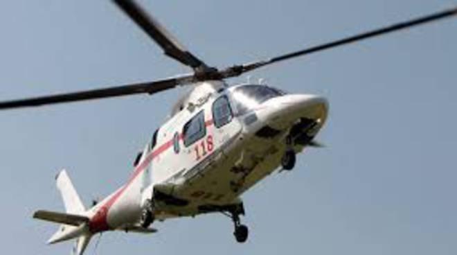 conca-dei-marini-elicottero-soccorso