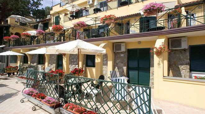 Emejing Lavoro Le Terrazze La Spezia Images - Idee Arredamento Casa ...