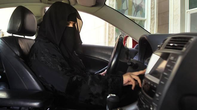 Saudi Arabia woman drive car