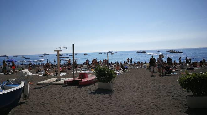 positano-spiaggia-libera-turisti