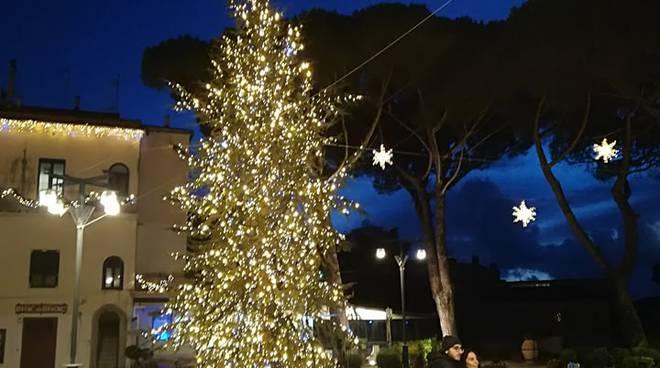 Amalfi tutto pronto per il natale la bellezza delle luminarie di