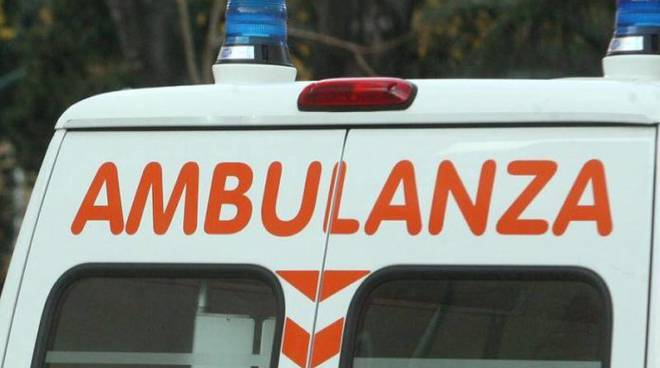 ambulanza-incidente-696x449.jpg