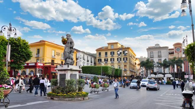 piazza-sant-antonino-sorrento_1444146392-1.jpg