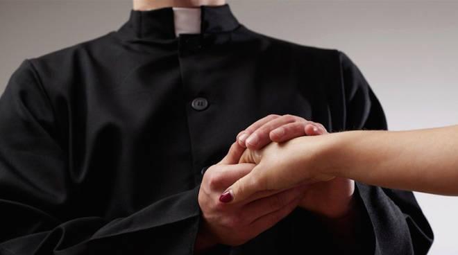 Accuse al sacerdote di Casapesenna