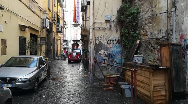 Degrado nel centro storico di Napoli