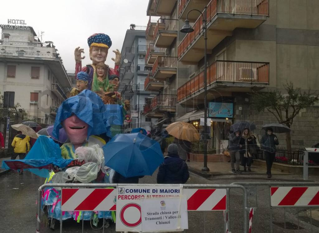 Gran Carnevale Maiori carri pioggia