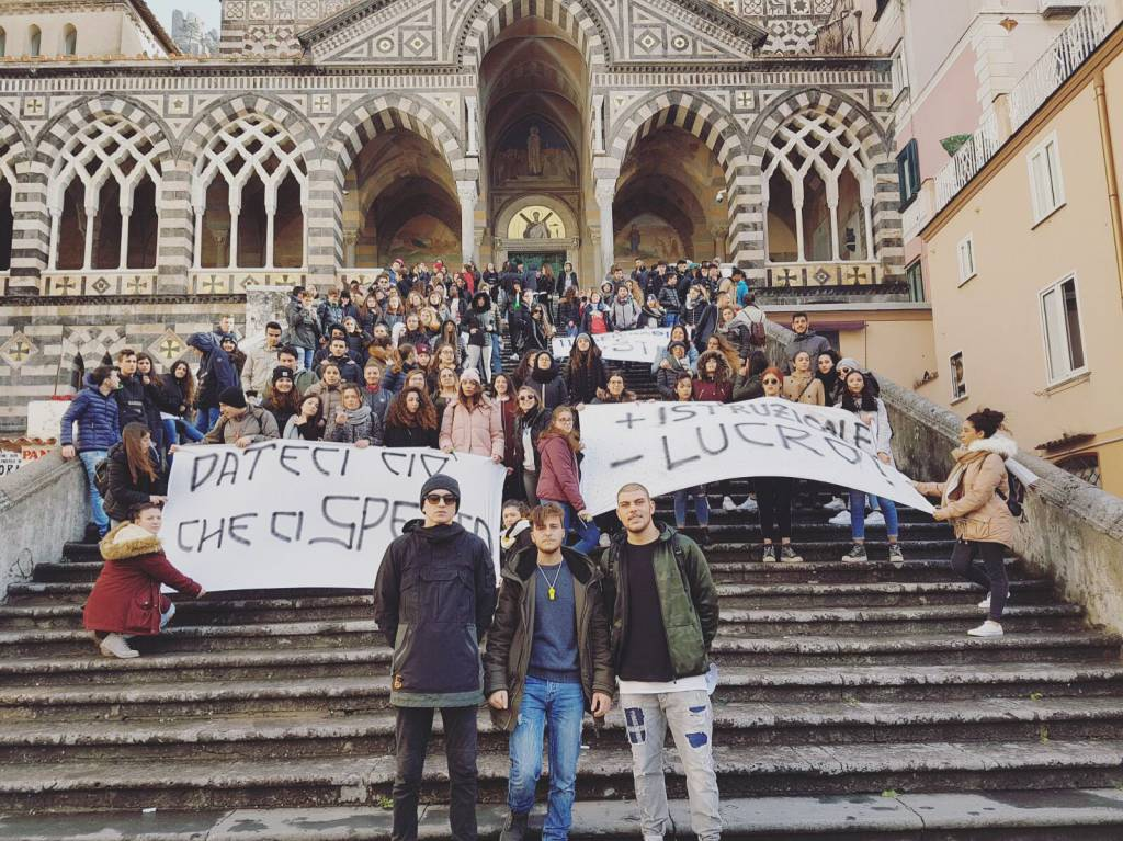 Manifestazione studentesca Amalfi ex seminario