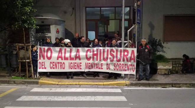 No alla Chiusura del Centro di Igiene Mentale manifestazione all'Arips pochi spiragli dai sindaci