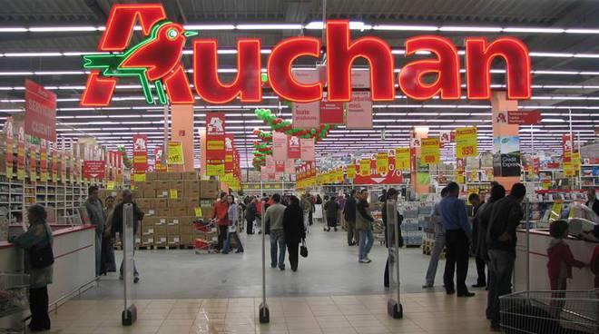 Chiusura improvvisa dell'Auchan di Napoli
