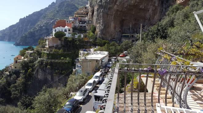positano traffico tilt morte turista sponda