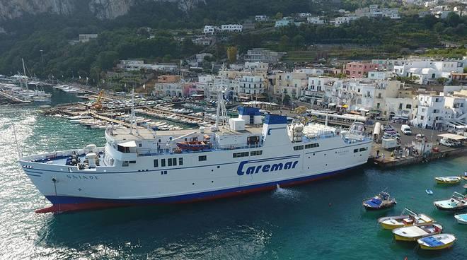 Procida e Ischia contro Capri: «Ci ha scippato le navi per i disabili»