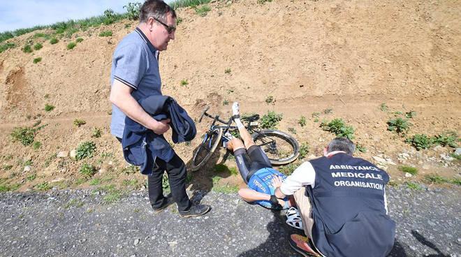 Tragedia alla Parigi-Roubaix, è morto il belga Michael Goolaerts colpito da infarto durante la gara
