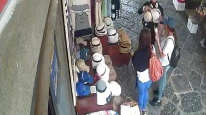 turista amalfi cappello