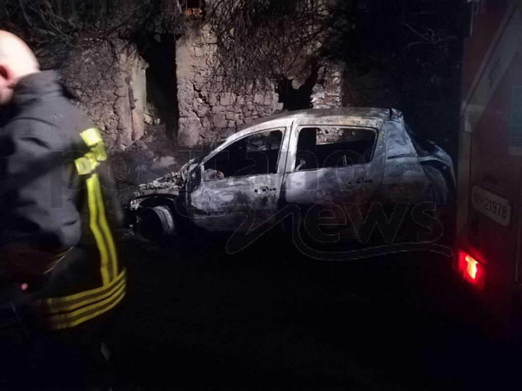 incendio-auto-montepertuso-3220909