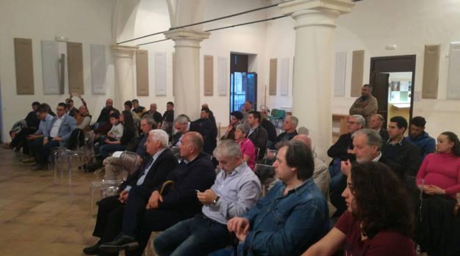 Vico Equense Corpo Forestale, folla a Vico Equense nell'incontro dibattito pubblico