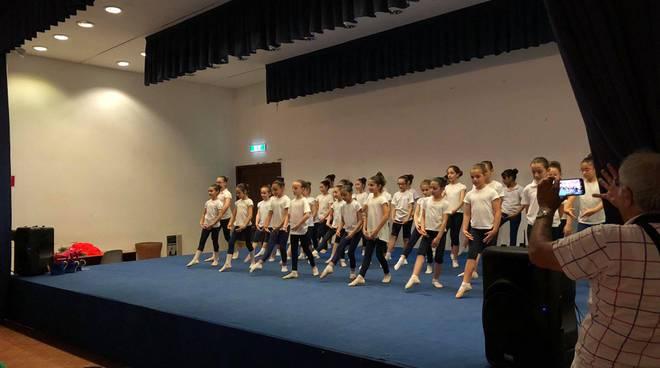 bambini scuola primaria balletto